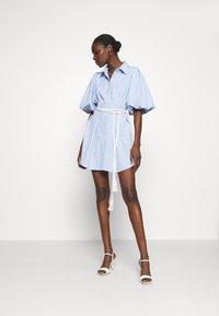 Mossman - THE CRYSTAL SEA DRESS - Košilové šaty - blue/white - 1