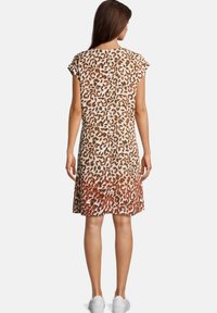 Betty & Co - MIT V-AUSSCHNITT - Day dress - bunt - 1