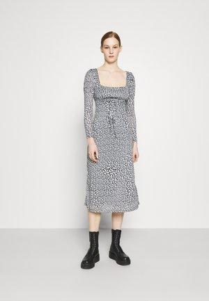STAR - Day dress - mono