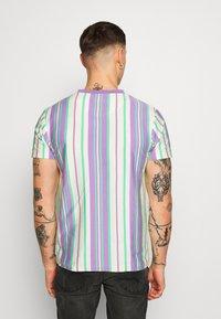 Bellfield - EMBROIDERY LOGO STRIPE TEE - Print T-shirt - lilac - 2