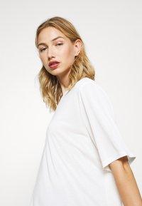 Monki - DORA - Basic T-shirt - white - 3