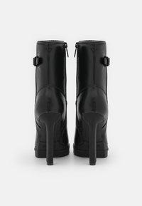 Guess - JANIAH - Platform ankle boots - black - 3