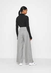 Weekday - PETRA TROUSER - Trousers - dogtooth - 2