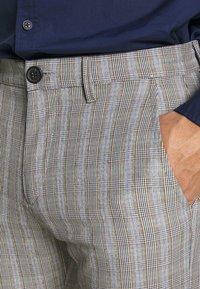 Gabba - PISA CHECK PANT - Trousers - brown - 3
