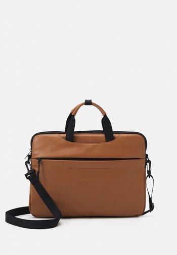 BUSINESS BAG UNISEX - Laptop bag - tan