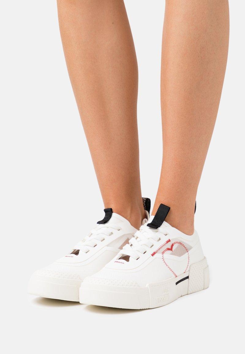 Love Moschino - Baskets basses - white