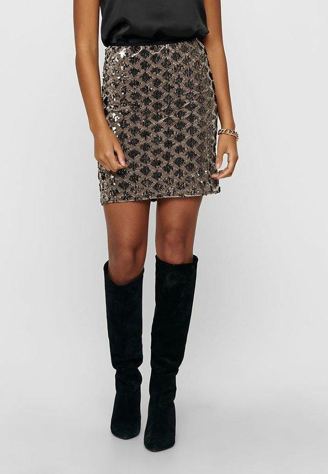 Falda de tubo - brownie