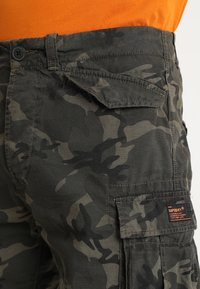 Superdry - CORE LITE RIPSTOP CARGO - Shorts - alpine camo - 3