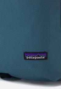 Patagonia - ARBOR LINKED - Reppu - paintbrush red - 3
