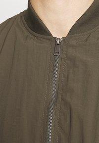 Cotton On - RESORT - Bomber Jacket - textured khaki - 5