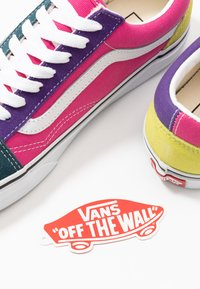 Vans - OLD SKOOL - Matalavartiset tennarit - fuschia purple/multicolor/true white - 5
