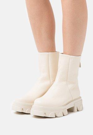 MARYANN - Kotníkové boty na platformě - bone