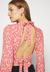 Abercrombie & Fitch - TIE BACK BLOUSE  - Blůza - red/white - 5