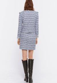 Uterqüe - MIT AUSGEFRANSTEN - Pleated skirt - blue - 5