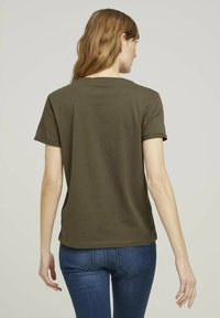 TOM TAILOR - Print T-shirt - grape leaf green - 2
