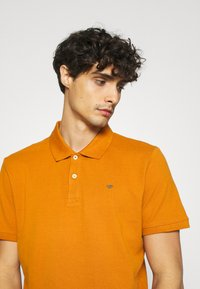 TOM TAILOR - WITH CONTRAST - Polo shirt - spicy pumpkin orange - 3