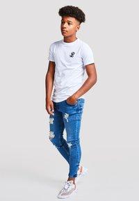 Illusive London Juniors - Basic T-shirt - white - 3