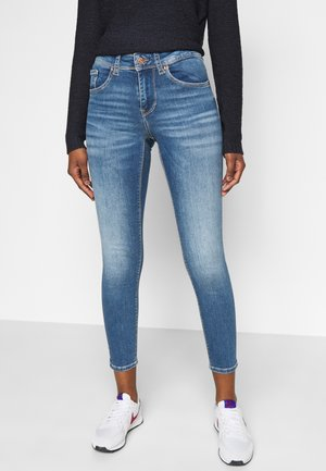 VMLUX PETITE - Slim fit jeans - medium blue denim