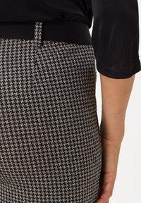 BRAX - STYLE LILLYTH - Trousers - black - 3