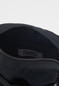 Tommy Jeans - TJM CAMPUS  MINI REPORTER - Across body bag - black - 4