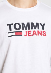 Tommy Jeans - LONGSLEEVE LOGO UNISEX - Long sleeved top - white - 5