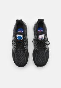 adidas Performance - ULTRABOOST DNA UNISEX - Trainers - core black/iron metallic/carbon - 3
