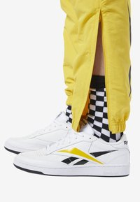 Reebok Classic - CLASSICS VECTOR TRACK PANTS - Tracksuit bottoms - toxic yellow - 4
