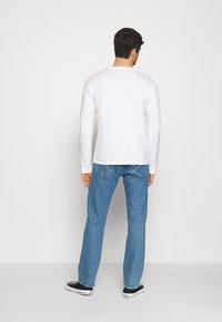 Levi's® - GRAPHIC TEE UNISEX - Maglietta a manica lunga - white - 2