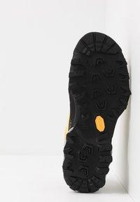 La Sportiva - TX5 LOW WOMAN GTX - Hiking shoes - celery/cloud - 4