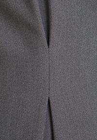 NA-KD - STEPHANIE DURANT X NA-KD WAIST DETAILED - Blazer - black - 3