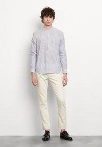 sandro - TUNIQUE CHEMISE CASUAL - Skjorter - bleu/blanc - 0