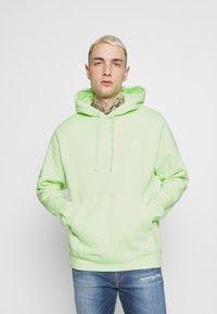 Nike Sportswear - CLUB HOODIE - Hættetrøjer - liquid lime/white - 0
