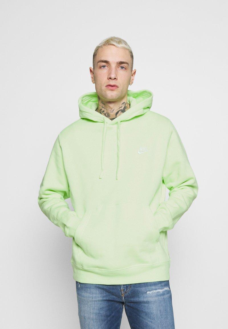 Nike Sportswear - CLUB HOODIE - Felpa con cappuccio - liquid lime/white