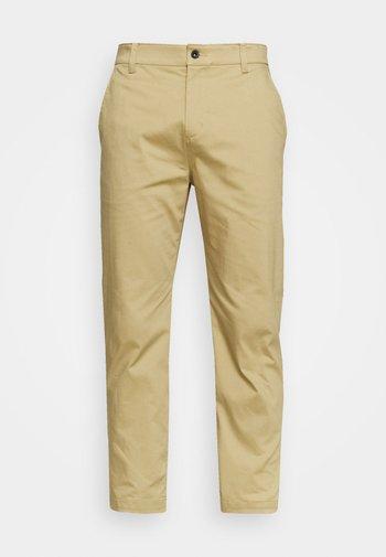 DRY FIT PANT - Pantalones - parachute beige