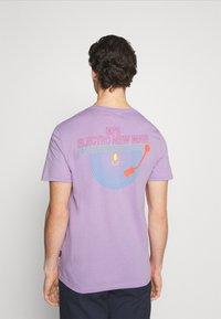 YOURTURN - UNISEX - Print T-shirt - lilac - 2
