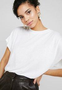 Ted Baker - LAALI - Print T-shirt - white - 4