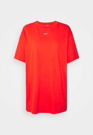 Basic T-shirt - chile red/white