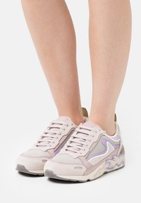 sandro - BASKET - Sneakersy niskie - multicolor/rose - 0