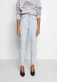 Fiorucci - SCATTERED LOGO TARA LIGHT VINTAGE - Jeans a sigaretta - blue denim - 0