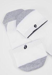 ASICS - ULTRA LIGHT QUARTER - Sports socks - brilliant white - 2