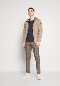 Jack & Jones - JCOSPRING LIGHT JACKET - Giacca leggera - dune - 1