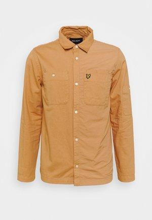 TECH POCKET OVERSHIRT - Summer jacket - tan