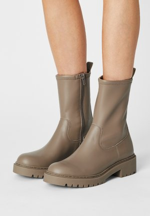GUIDO - Platform ankle boots - taupe