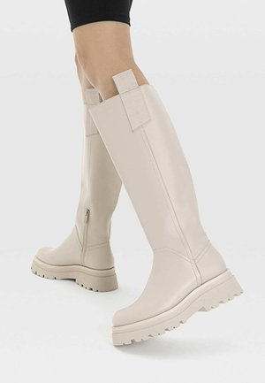 Boots - off-white
