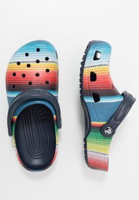 Crocs - CLASSIC STRIPED - Tresko - multicolor/navy - 1