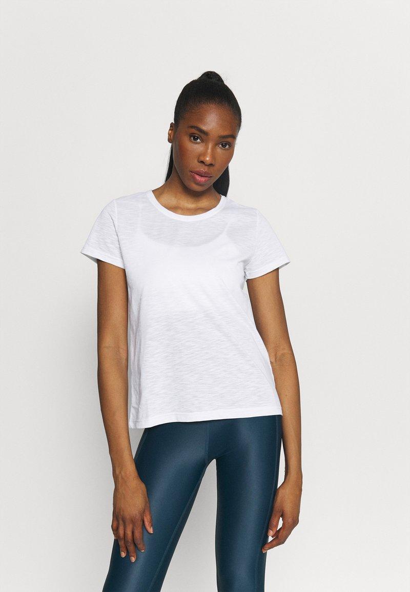 Casall - T-shirt basic - white