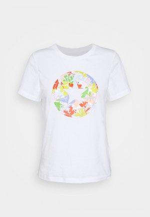 FLOWER PATCH GRAPHIC TEE - Camiseta estampada - white