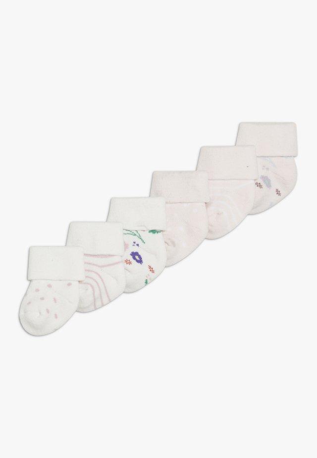 NEWBORN BLUMEN RINGEL PUNKTE 6 PACK - Socks - weiß/rosa