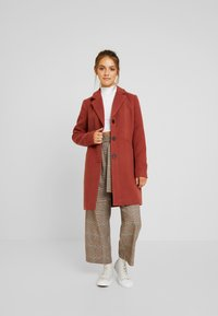 Vero Moda Petite - VMCALA CINDY JACKET - Classic coat - mahogany - 0