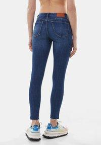 Bershka - LOW WAIST PUSH UP - Jeans Skinny Fit - dark blue - 2